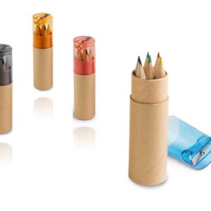 Estojo com 6 lápis de cor e apontador.