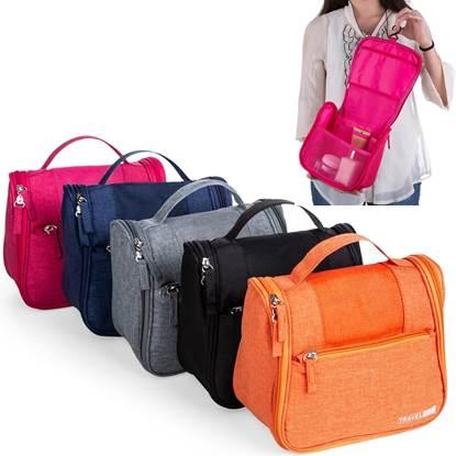 """Necessaire organizadora """"travel bag"""". Em nylon Oxford. Com bolso frontal e alça superior"""